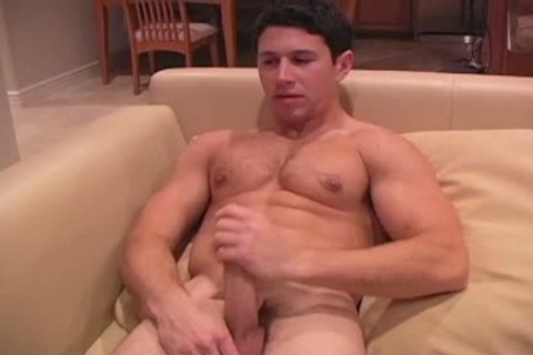 This darksome Haired meaty dude Enjoys His jack off