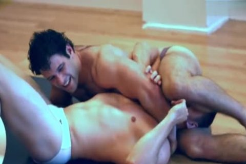 2 Muscle Hunks Pvt Wrestle