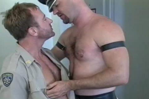 Muscly Leather Daddy gets His powerful 10-Pounder Sucked