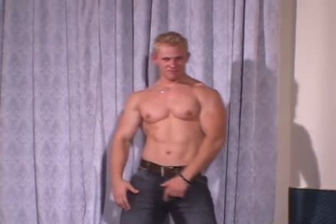 Muscle Hunks - Johnny Dirk - juvenile Exhibitionist