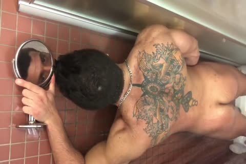 Muscle Hunk Solo Showering